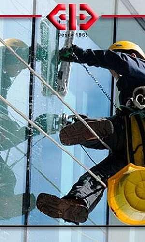 Empresa de limpeza de vidros e fachadas
