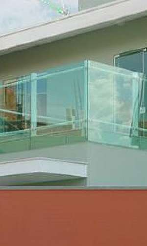 Fechamento em vidro temperado para sacada