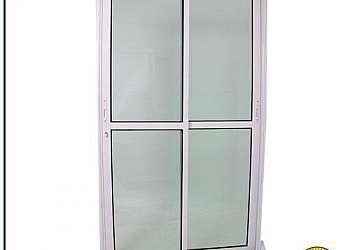 Porta de vidro de correr para cozinha