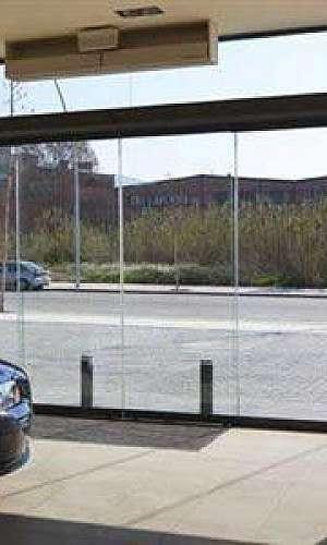 Porta de vidro com sensor preço